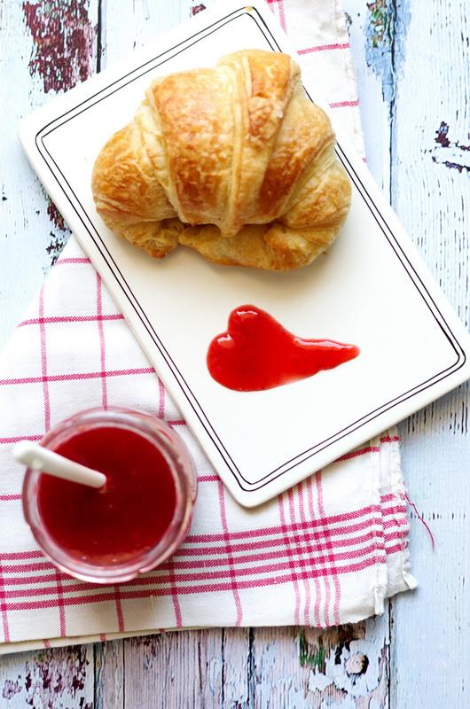 Rhabarber-Erdbeer-Rosen-Marmelade von oben