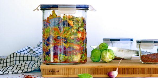 Ikea 365+ Behälter, gefuellt mit Rotkohl Kimchi