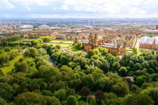 People make Glasgow kelvingrove park
