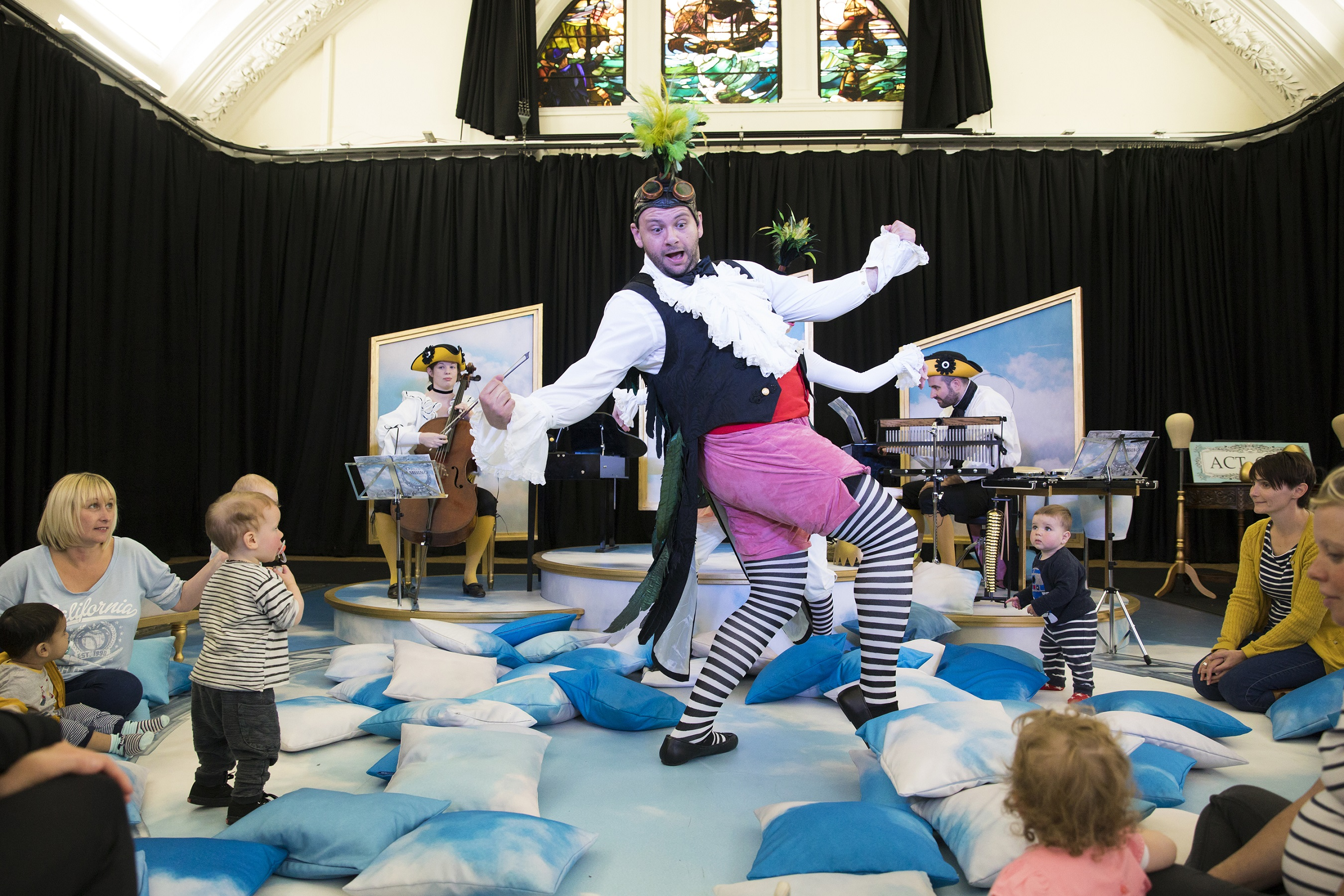 timothy-connor-as-pulcino-in-bambino-scottish-opera-mif-and-improbable-2017-credit-james-glossop.