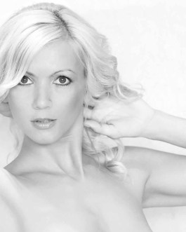 Blonde Frau Portrait 1