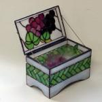 「葡萄飾り小箱」