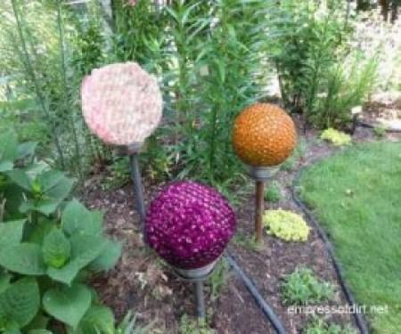 09_Gardenballs3Colors