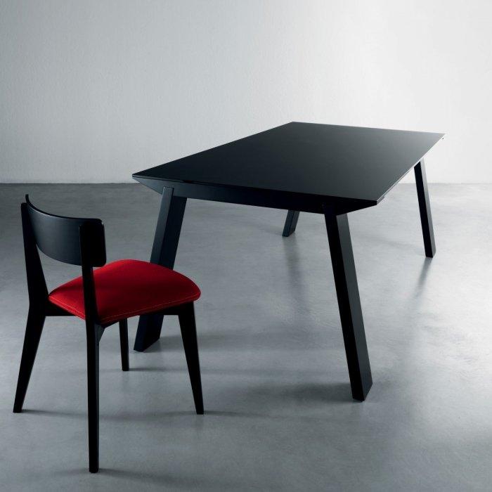 artu glass dining table