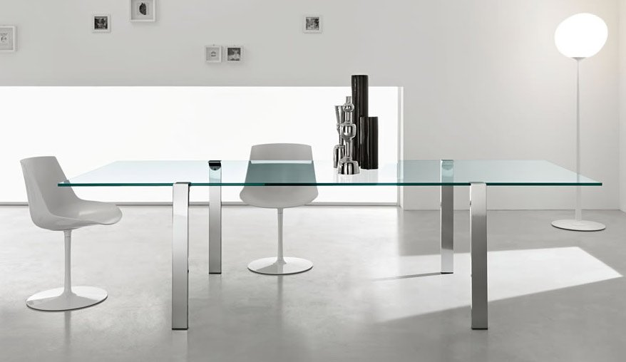How many people can this glass dining table Seat?