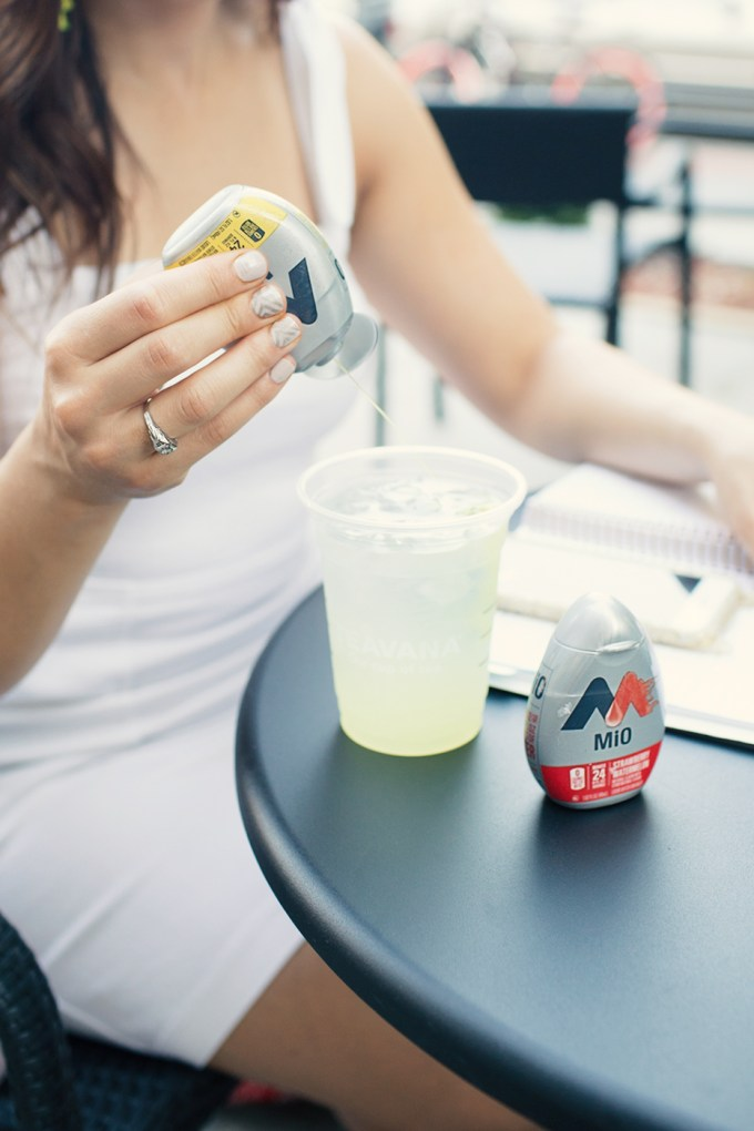 Lifestyle blogger Roxanne of Glass of Glam's tips for doing more and being more with Mio water enhancer