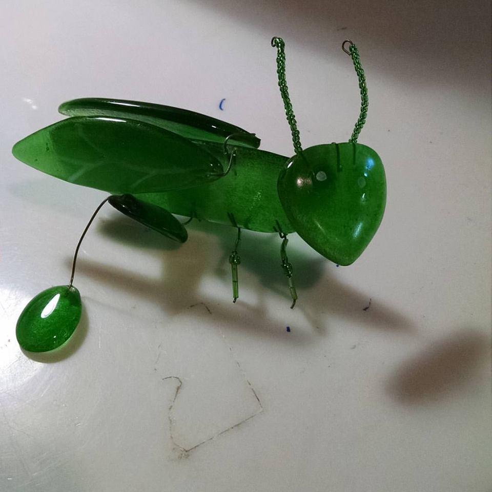Fused bottle glass cricket