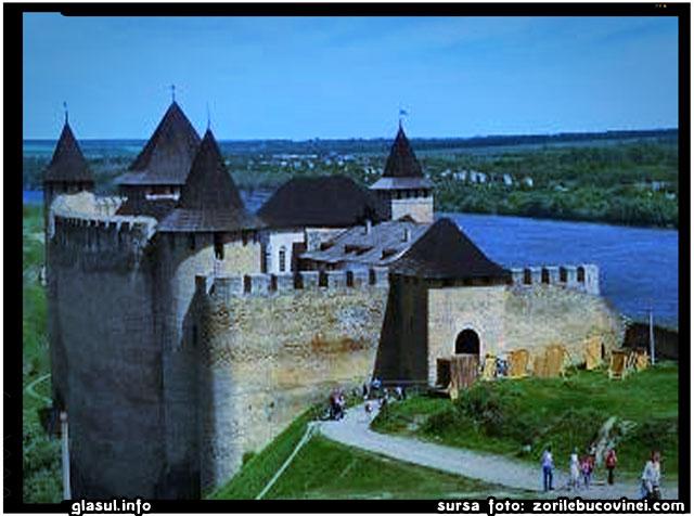 Parcalabii (comandantii garnizoanei) Cetatii Hotinului – dovada a vechimii si originii moldovenesti (romanesti) a acestei marete fortificatii, sursa foto: zorilebucovinei.com