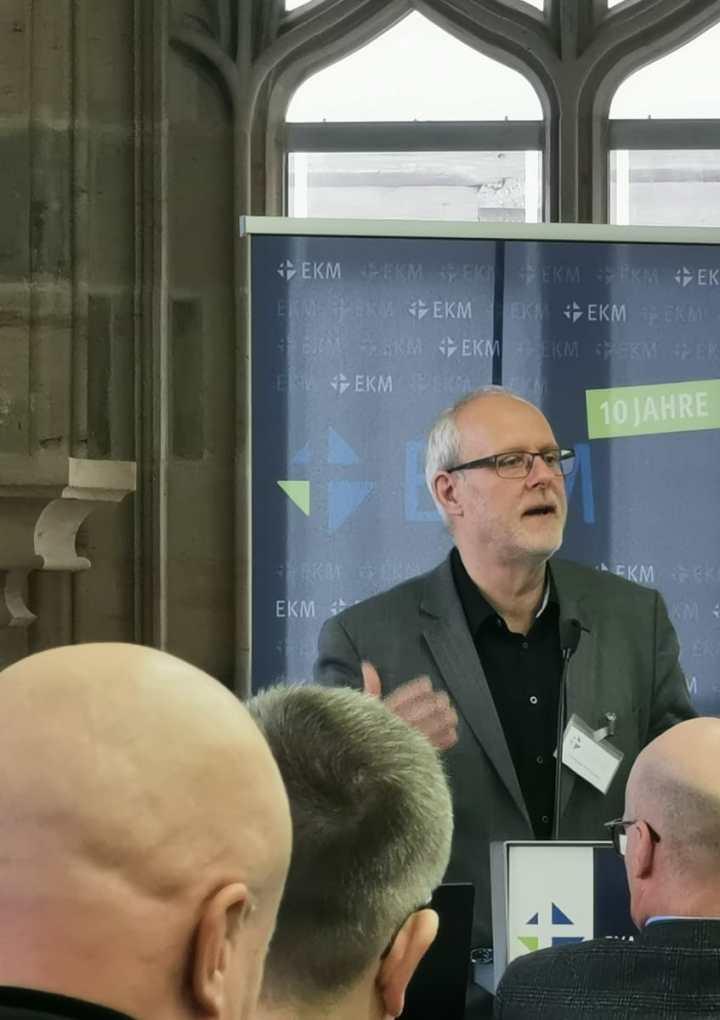 +++ Ehrenamtsdebatte in der Synode – Kirche will Ehrenamt vergüten +++
