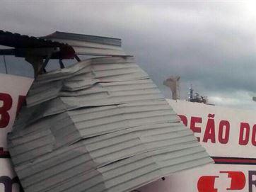 Parte do teto do Clube do Campinense caiu em CG - Foto: Imagem compartilhada no WhatsApp