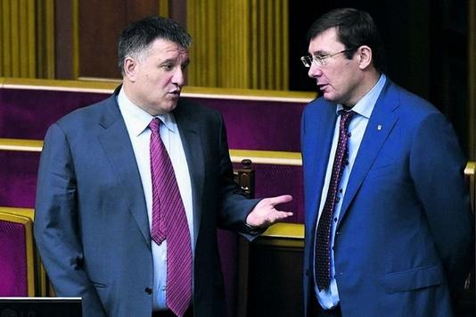 Підлеглі Генпрокурора Луценка переплюнули підлеглих міністра МВС Авакова