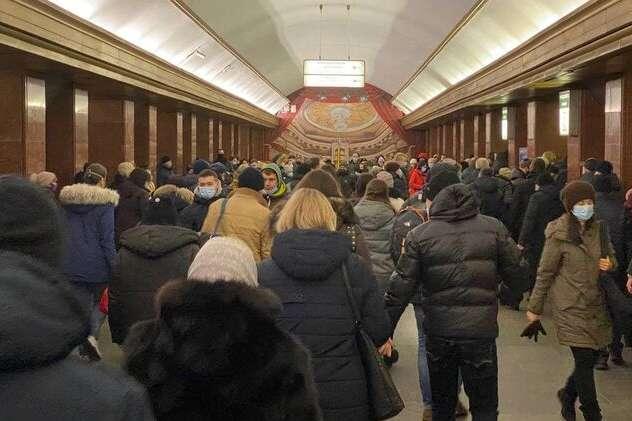Натовпи на станціях і заповнені вагони: як працює київське ...
