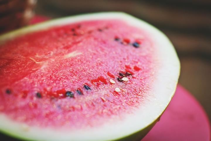 При проверке арбуза нитрат-тестер при норме 60 мг/кг показал цифру 990 мг/кг - Сезон арбузов: украинцы проверили первые ягоды на нитраты (видео)