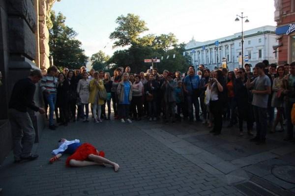Фото: 16 - Крик России: акция с кровью на руках в Санкт ...