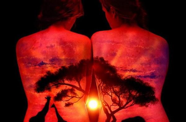 Фото: 4 - Удивительные пейзажи на теле, которые светятся в ...
