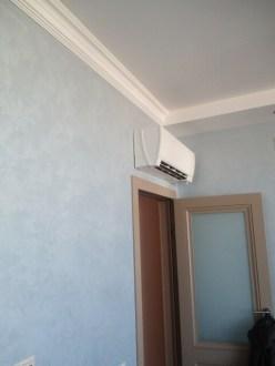 Внуренний блок кондиционера в гостинной