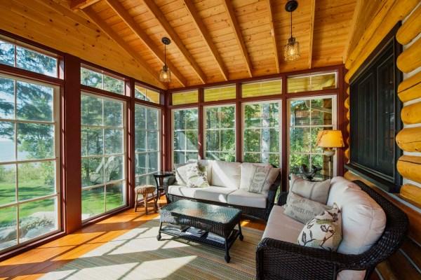Выбираем дачный дом с большими окнами