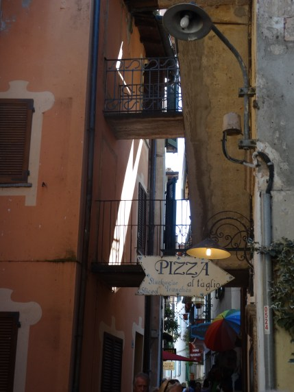 Jumble of alleys - Pescatore