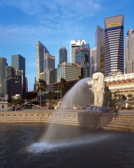 Stuart Brown Photographic - Architectural Exteriors - Singapore - Merlion Statue and Central Business District