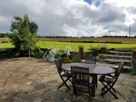 the garden at the romantic cottage for rent in glenlohane kanturk
