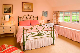 the pretty pink bedroom at glenlohane self cater cottage cork kanturk