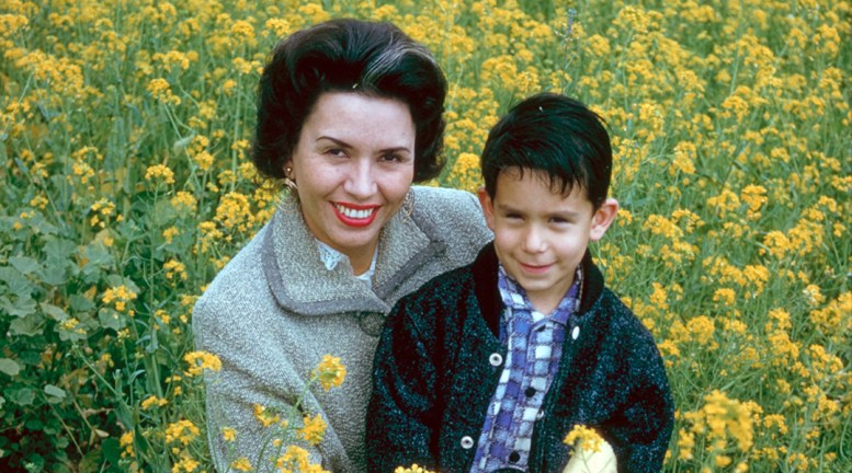 Vintage photo of Sheila and Glenn Zucman in a bright green and yellow field of mustard.