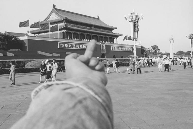 Ai Weiwei, Greeting the Tienamen Square Gate, 1995