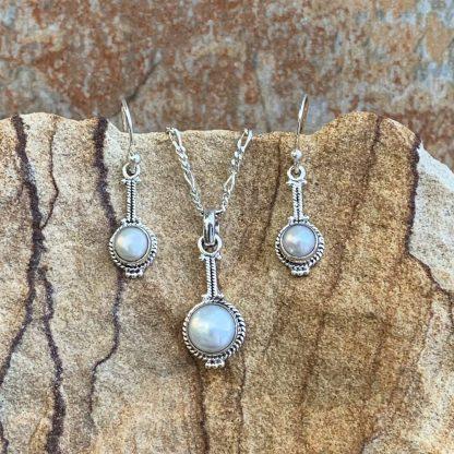 Modern Pearl Jewelry Set