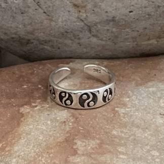 Yin Yang Toe Ring