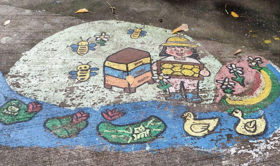 【香港好去處】17個香港壁畫打卡點─香港壁畫村、壁畫街、街頭藝術 - 香港壁畫村 - 香港壁畫村──荃灣光板田村
