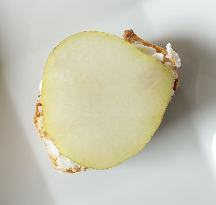 ricotta-cheese-pear-crostini