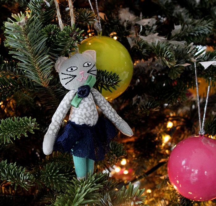 ChristmasTree_christmas-cat