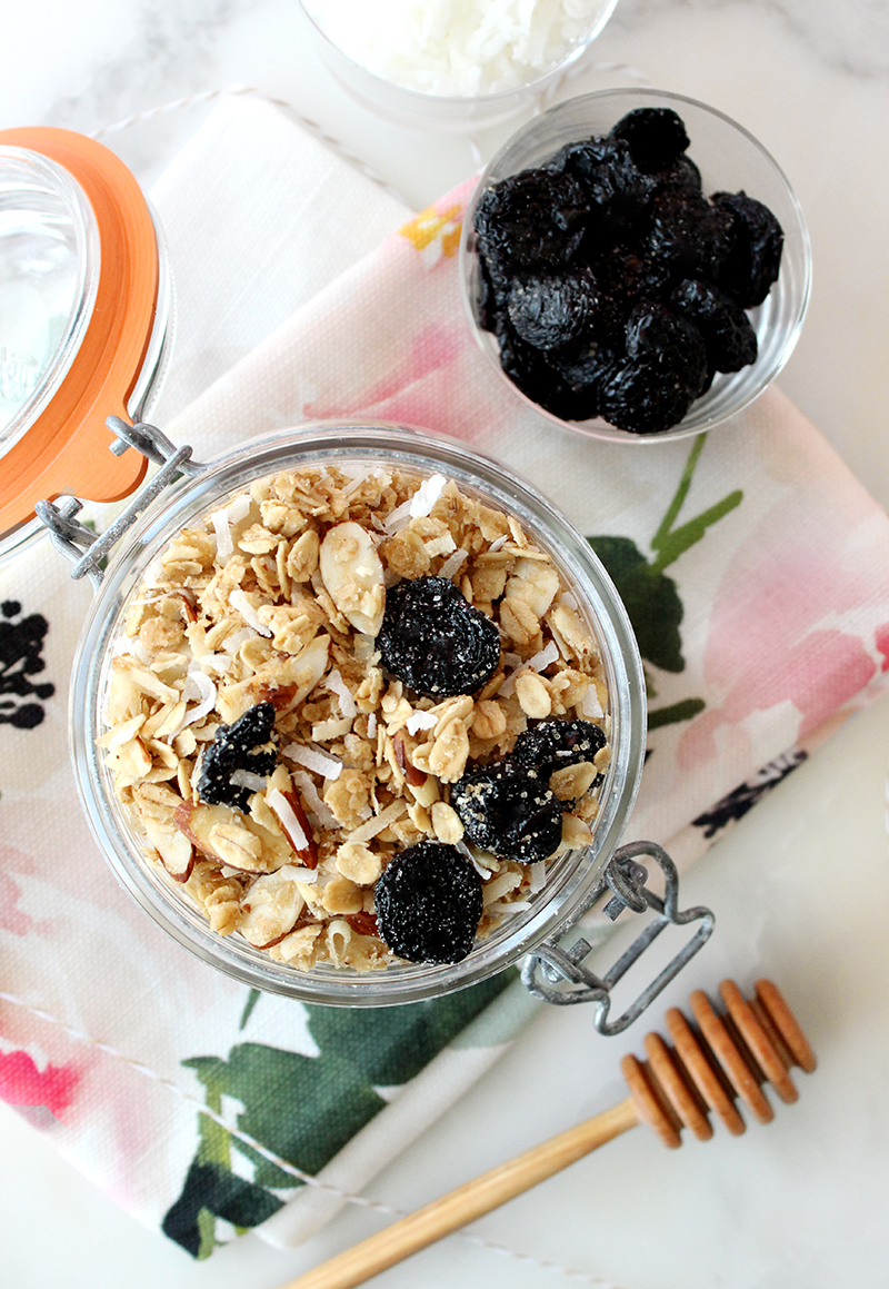This is a recipe for Homemade Granola from Lauren Lichtenstein for Glitter and Bubbles.