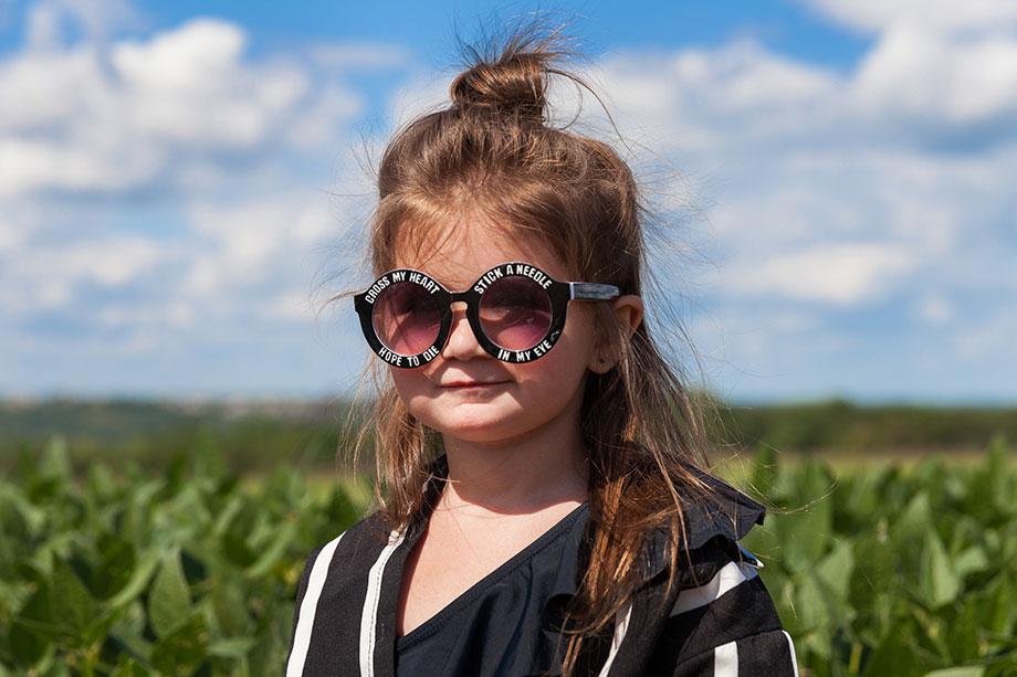 Windy City Bebe black and white round sunglasses.
