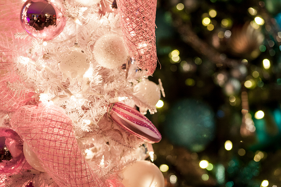 A pink Christmas tree at the Santa Suite.