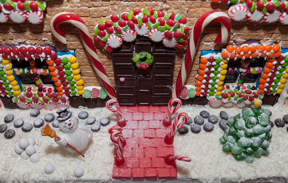 A close up of Santa's Gingerbread House.