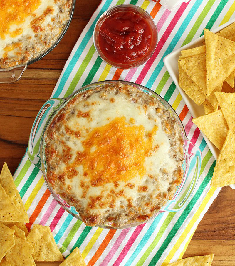 Corri McFadden shows readers how to make bacon cheeseburger dip on Glitter and Bubbles.
