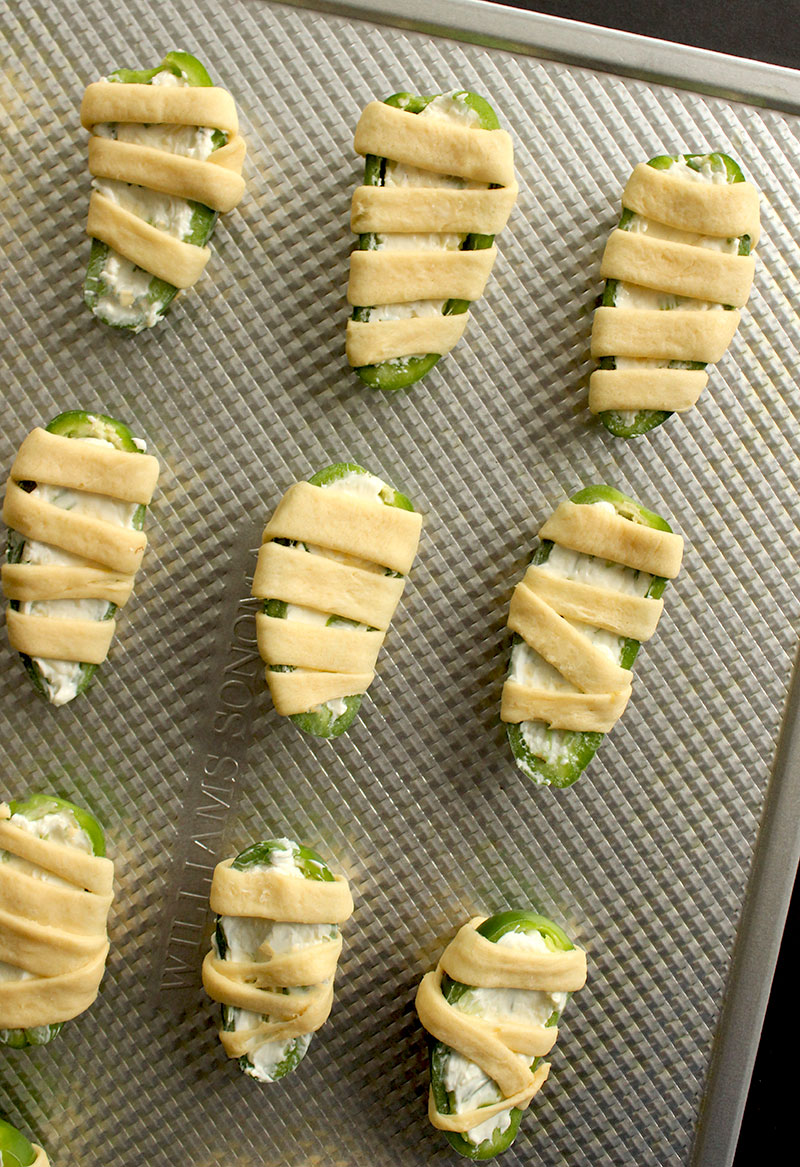 How to bake mummy jalapeño poppers with crescent rolls.