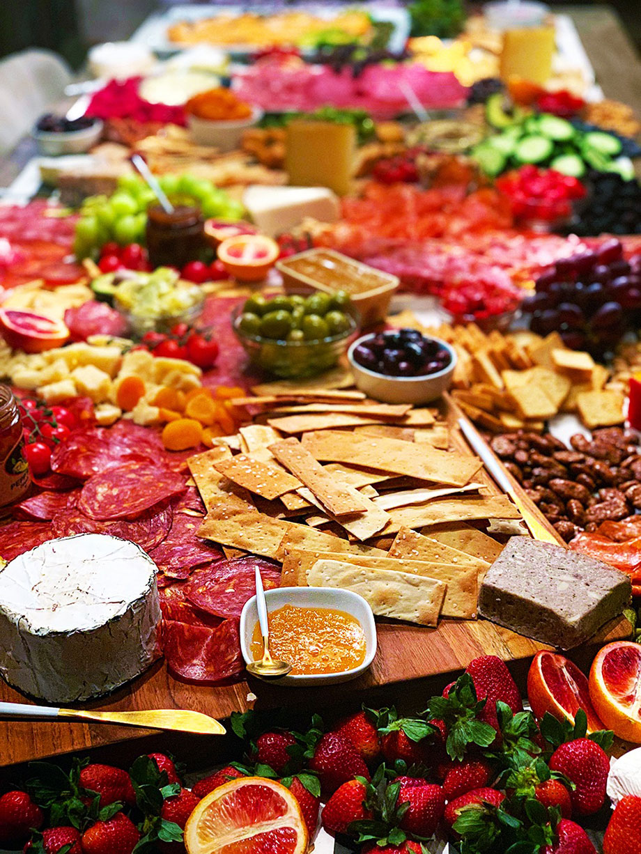 How to make the perfect charcuterie table for a party.