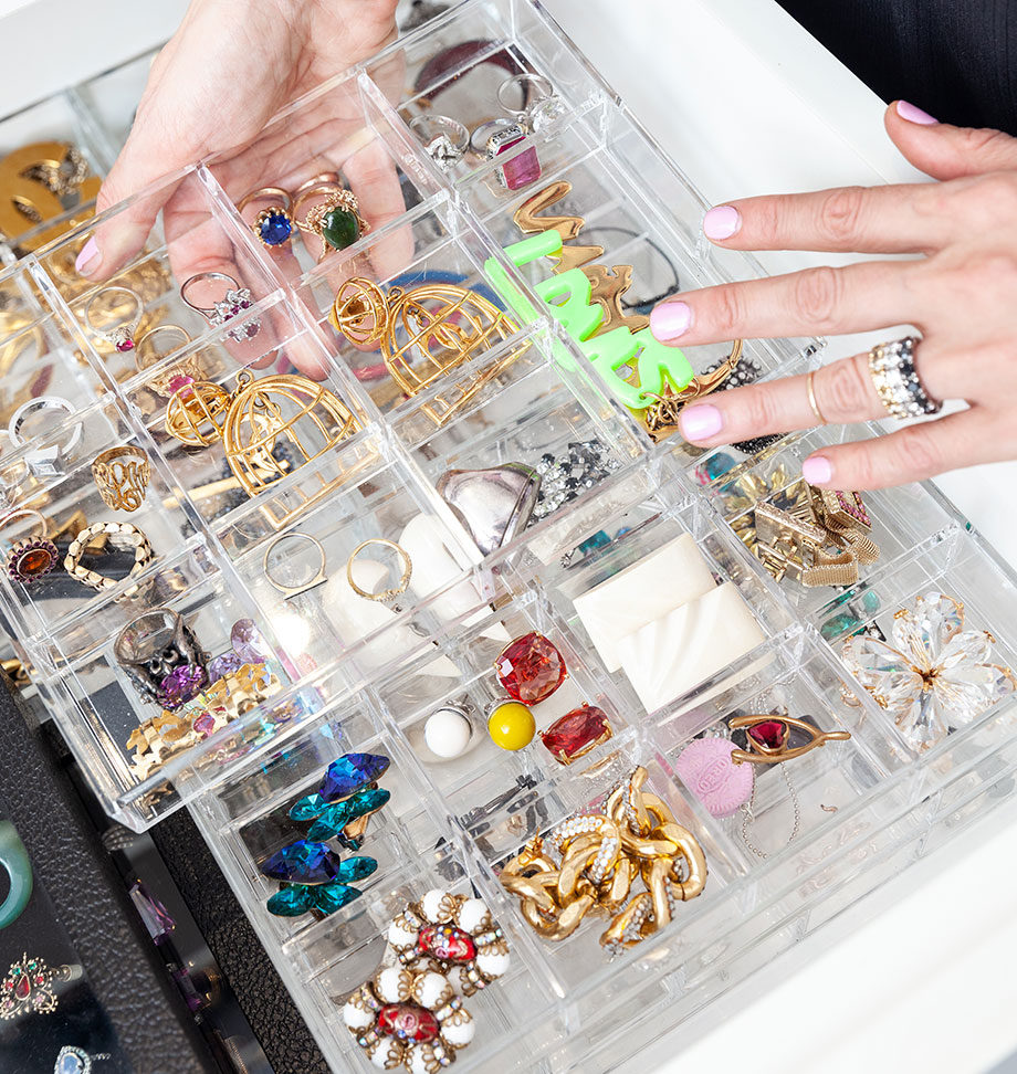 The best trays for jewelry organization at home.