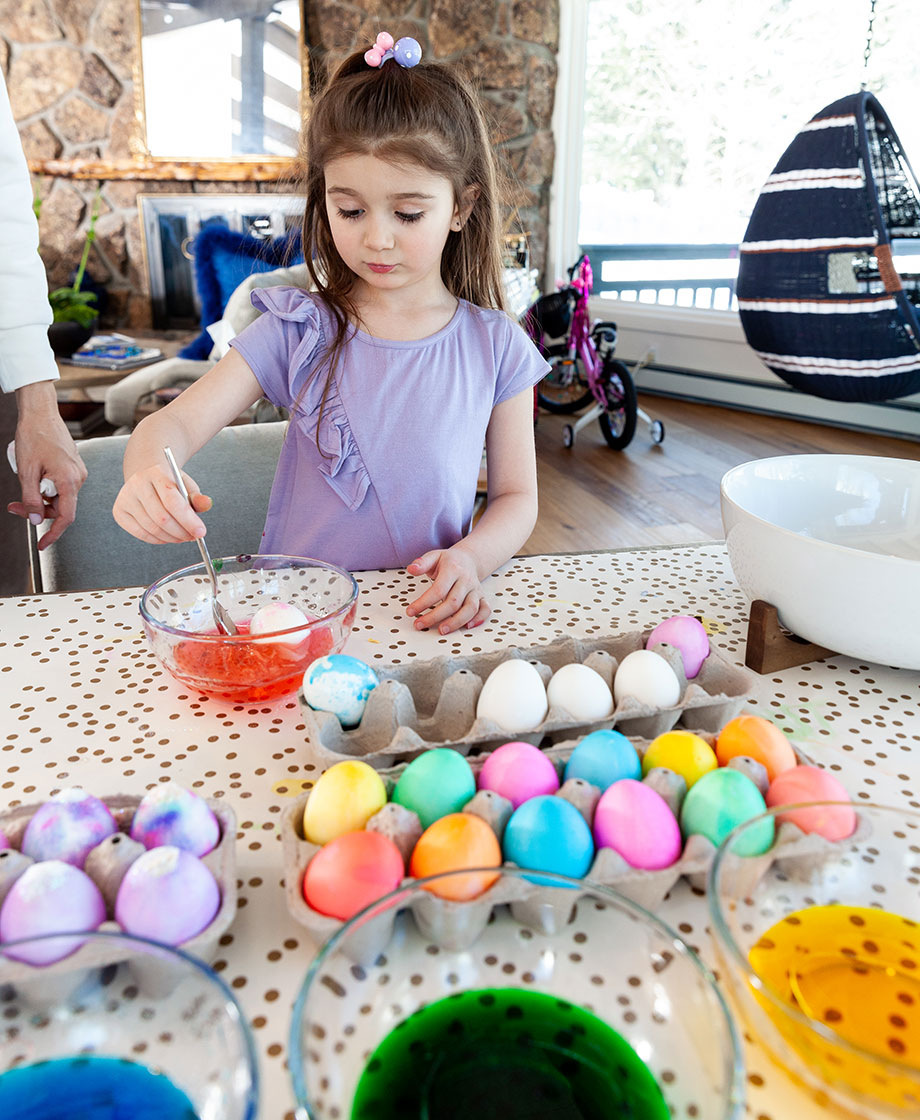 Zelda of Glitter and Bubbles makes Easter eggs.