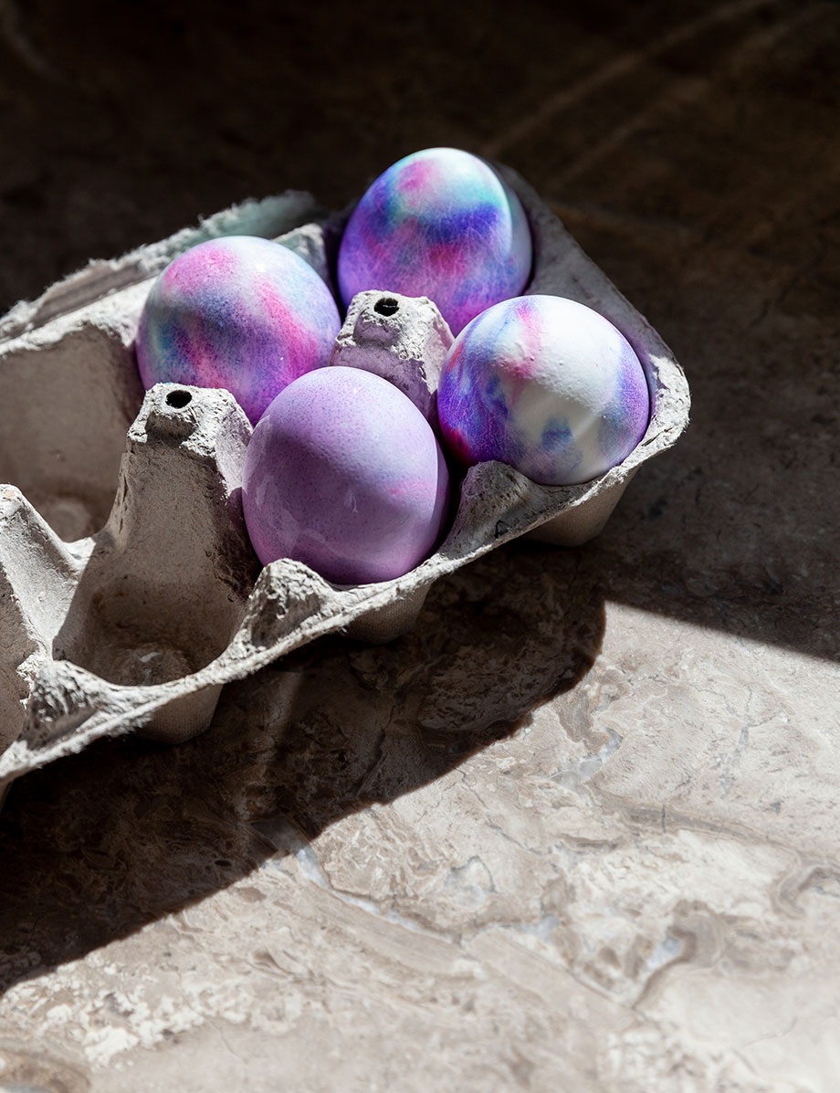 How to make the best Easter eggs with a unicorn color kit.