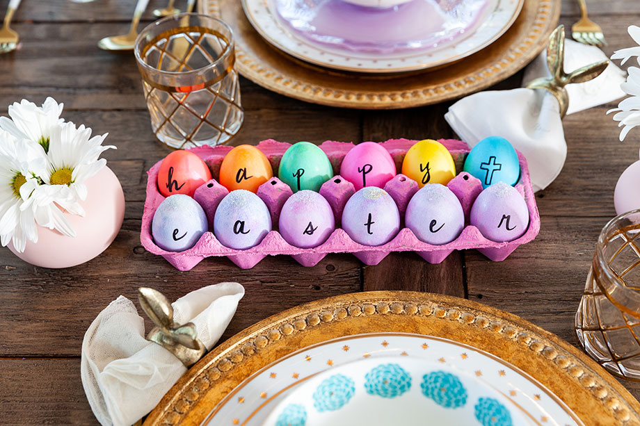 The perfect centerpiece for your Easter table on Glitter and Bubbles.