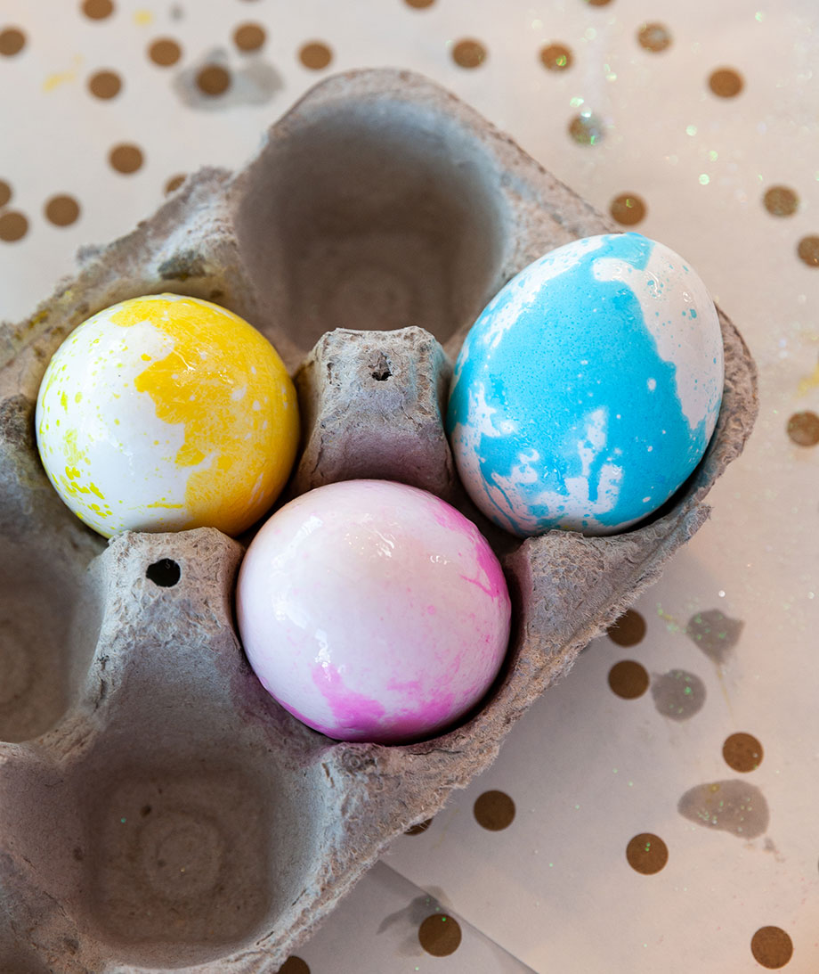 How to make the best pastel Easter eggs on Glitter and Bubbles.