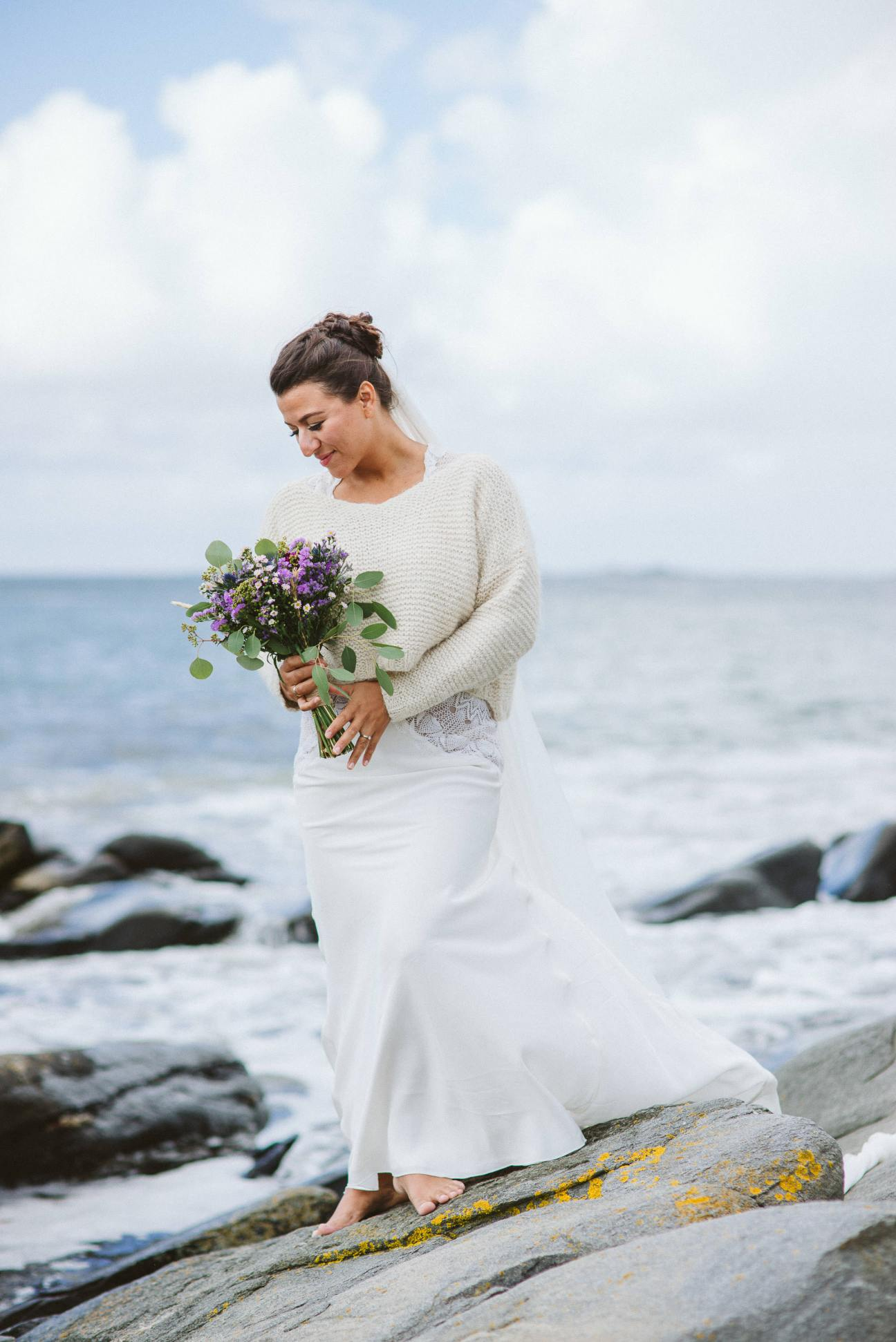 Natural bridal portrait by the sea