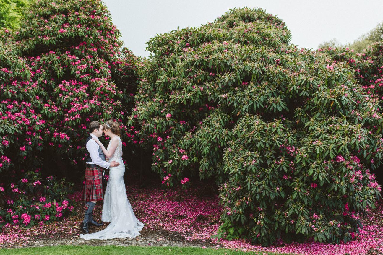 edinburgh-wedding-photography-dalmahoy-colourful-320