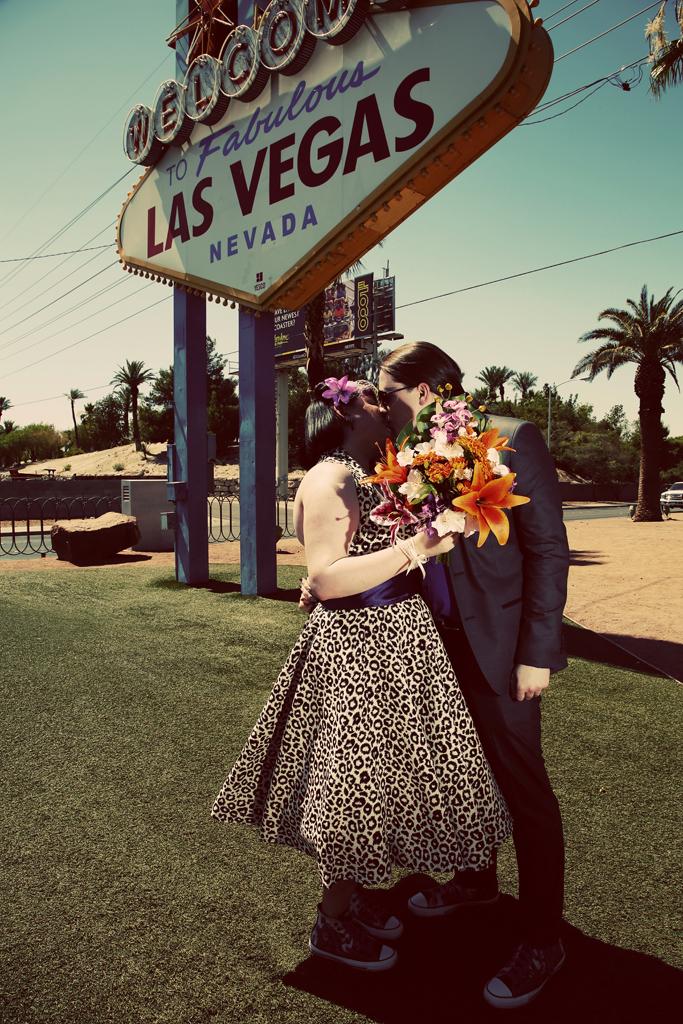Las Vegas Wedding Kiss