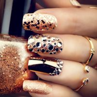 Nageldesign Gold Struktur Glitzer Design