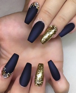Matte Queen @nailsbymztina