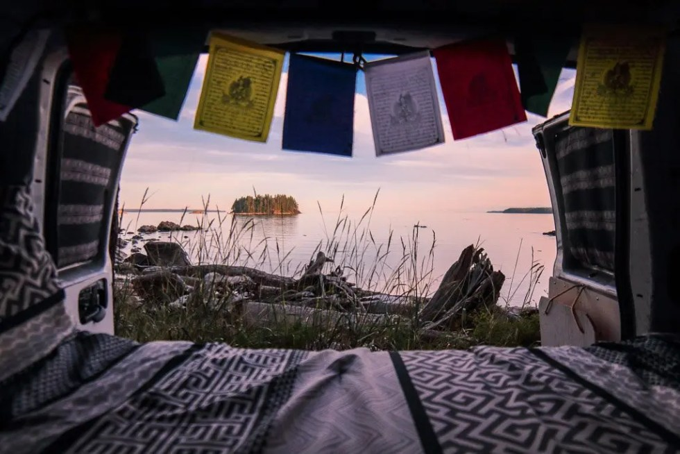 ultimate guide to van life and road trips
